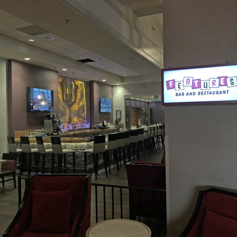 Features-Bar-and-Restaurant-Dining-Downtown-Fort-Wayne